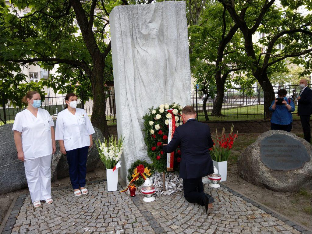 76. rocznica wybuchu Powstania Warszawskiego | Hołd dla personelu i pacjentów szpitala na Woli